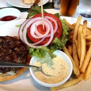 37 クラシックバーガー(フレンチフライ付き) 100g(37 Steakhouse & Bar (サーティーセブンステーキハウスアンドバー))