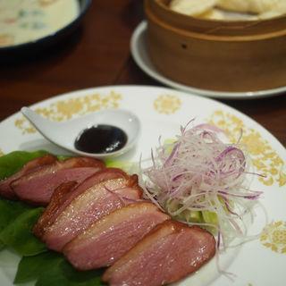 紅茶鴨のオーブン焼 蒸しパン添え(A・DINING (エーダイニング))