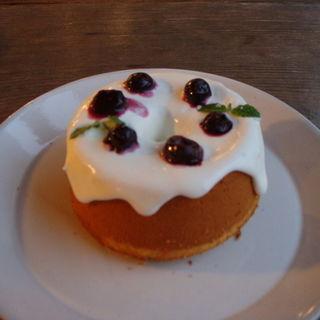 ブルーベリーとクリームチーズのシフォンケーキ(AIDA with CAFE 広島店 (アイーダ ウィズ カフェ))