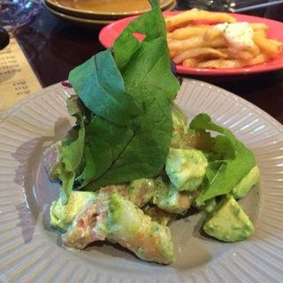 エビとアボカドのサラダ(bistecca 肉bal +36)