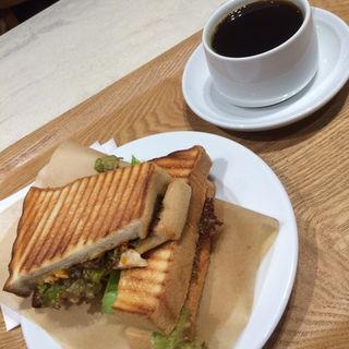 パニーニホットサンドモーニング チキンスイートチリパニーニ(Bon Vivant sandwich (ボン ヴィヴァン サンドウィッチ))