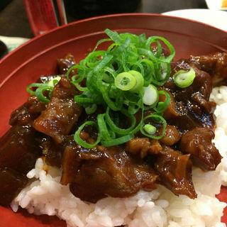 牛スジ丼(Dining 隠れ家)