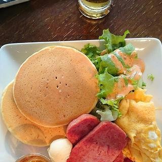 スパムとスクランブルエッグのパンケーキ(FORTY NINER)