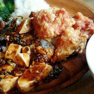 カレー、麻婆豆腐に、麻婆茄子に、唐揚げに、ブロッコリーにライス(G-1)