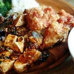 カレー、麻婆豆腐に、麻婆茄子に、唐揚げに、ブロッコリーにライス