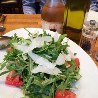 ルッコラとパルミジャーノチーズのサラダ(ISOLA blu (イゾラブル))