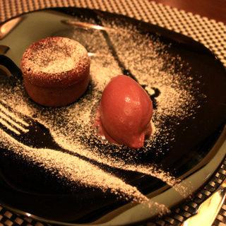 【デザート】フォンダンショコラと、アサイーを使ったアイス(Le Bistro Alpine)
