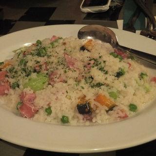 生ハム、ソーセージ、緑野菜、かぼちゃのチーズリゾット(Nagaa)