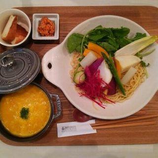 温野菜がのった鶏ポタージュつけ麺(塩味)(POTAPOTA)