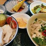 海南チキンライスと茹で鶏ヌードルセット