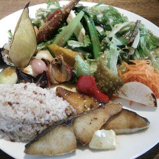菜園プレートとお魚のソテー(Roji菜園テーブル(ロジ))