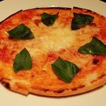トマト味噌とバジルのマルゲリータ