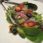 鮮魚とフルーツのさっぱりサラダ