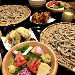 国産十割蕎麦と天ぷらと炊き込み御飯のセット