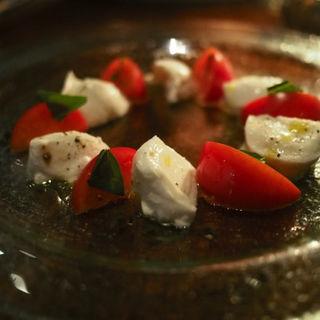 水牛モッテァレラチーズとフルーツトマトのカプレーゼ(TANGO (タンゴ))