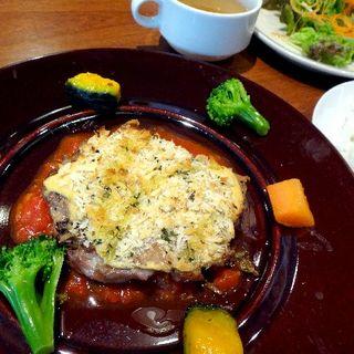 鶏モモ肉のグリル小悪魔風香草パン粉焼き(THE CAMP CAFE & GRILL)