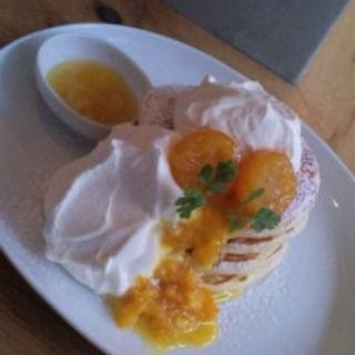 今月のパンケーキ3種の冬のシトラスフロマージュブランのクリーム(uzna omom b one )