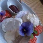 恋にきく☆苺とカスタードとチョコレートのバレンタインパンケーキ