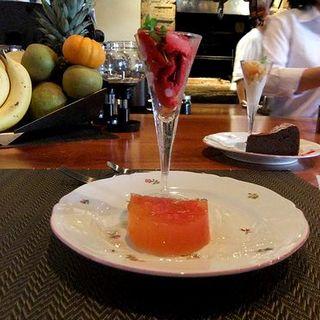 木苺のシャーベットとグレープフルーツのゼリー(vino e brace iL GASHIYO)