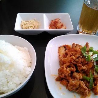 日替わり定食(豚キムチ+ご飯+おかず2品)(yokoストーリー)