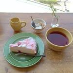 ケーキセット(期間限定 桜のタルト)