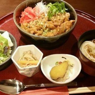 比内地鶏丼うどんセット(あきた美彩館 )