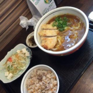 和風カレーうどんに、かしわご飯