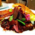 牛ほほ肉赤ワイン煮のビーフシチューパイ