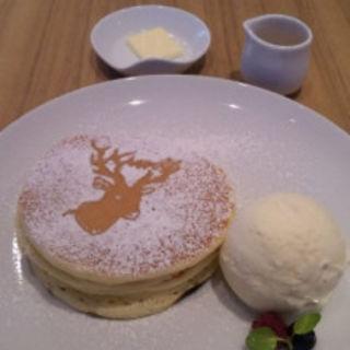鹿ちゃんホットケーキ(アトリエ カフェ キラリト ギンザ (ATELIER CAFE))