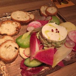 サーモンとアボカドの自家製チーズのタルタル(アトリエ・ド・フロマージュ 南青山店 )