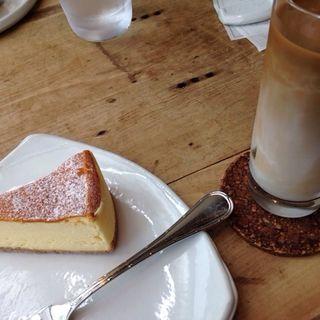 ケーキセット(水出しアイスカフェオレ)