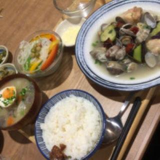 鶏肉とあさりのしょうゆバター炒め定食(いっかく食堂 天神店 )