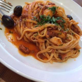 タコと辛口豚肉ペーストのトマトソース タリオリーニ(イル バーカロ アルマ (IL BACARO ALMA))