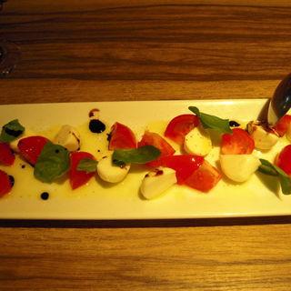 フルーツトマトのカプレーゼ(オステリアイルフォルノ)