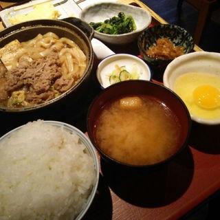 鉄鍋すき焼き定食(おひつ家)