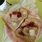 苺の食パン