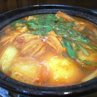 牡蠣の辛みそ鍋(串かつ ふじき)