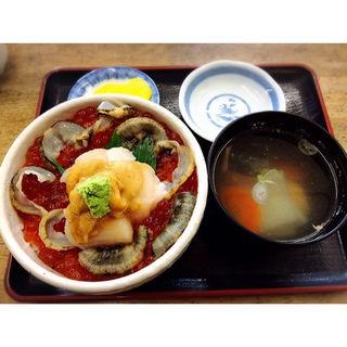 小樽丼(ホタテ、ウニ、いくら)(お食事処のんのん 鱗友朝市店)