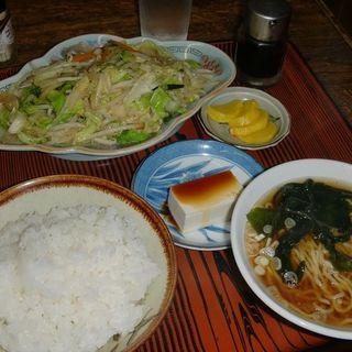 野菜炒めと半ラーメン ライス付き(かしわや )