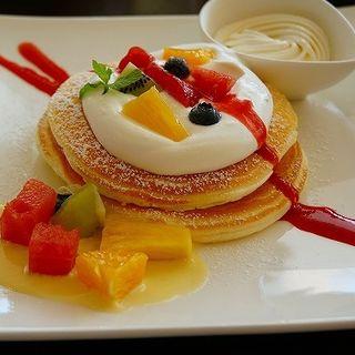 季節のフルーツデコレ(カフェ ド ヴォアラ (Cafe de Voila【旧店名】ヴォアラカフェ))