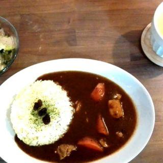 チキンと人参の甘口カレー(ミニサラダ付き)(カフェ ら・ら・ら )