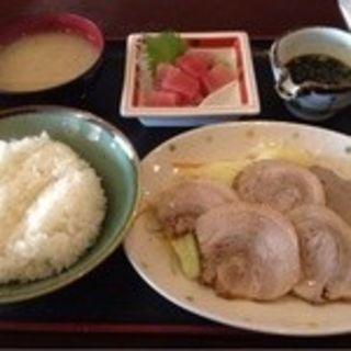 ゆで豚&マグロぶつの定食