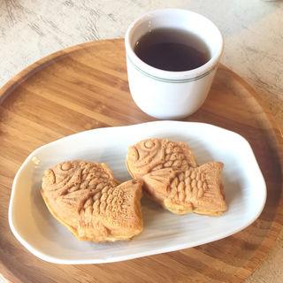 ちび鯛焼き(お茶付き)(おかめ茶屋 (戎名物 あま酒 おかめ茶屋))