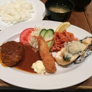 国産牛ハンバーグ&海老フライ&牡蠣グラタンランチ(SOLA (ソーラ))