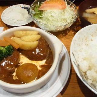 煮込みハンバーグ定食(キッチン くま)
