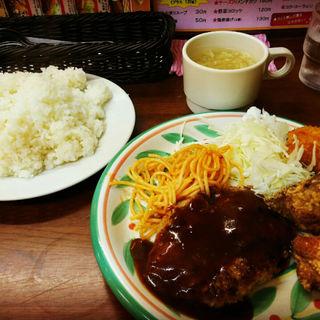 ハンバーせグ&唐揚げ&カニクリームコロッケ定食(キッチンセブン 街のハンバーグ屋さん 浅草橋店 )