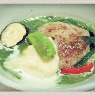 グリーンカレーハンバーグ(キッチンツナグ (kitchen tsunagu))