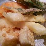 加 賀 野 菜 の 天 ぷ ら 盛 り