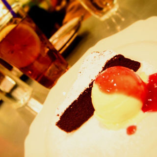 ガトーショコラ ~赤スグリとベリーのソース~(クックコープカフェ アトレ川崎店 (COOK COOP CAFE))