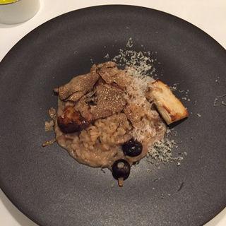 サマートリフとポルチーニ茸、ブルーベリーのリゾット(クッチーナ イタリアーナ ガッルーラ (Cucina Italiana Gallura))